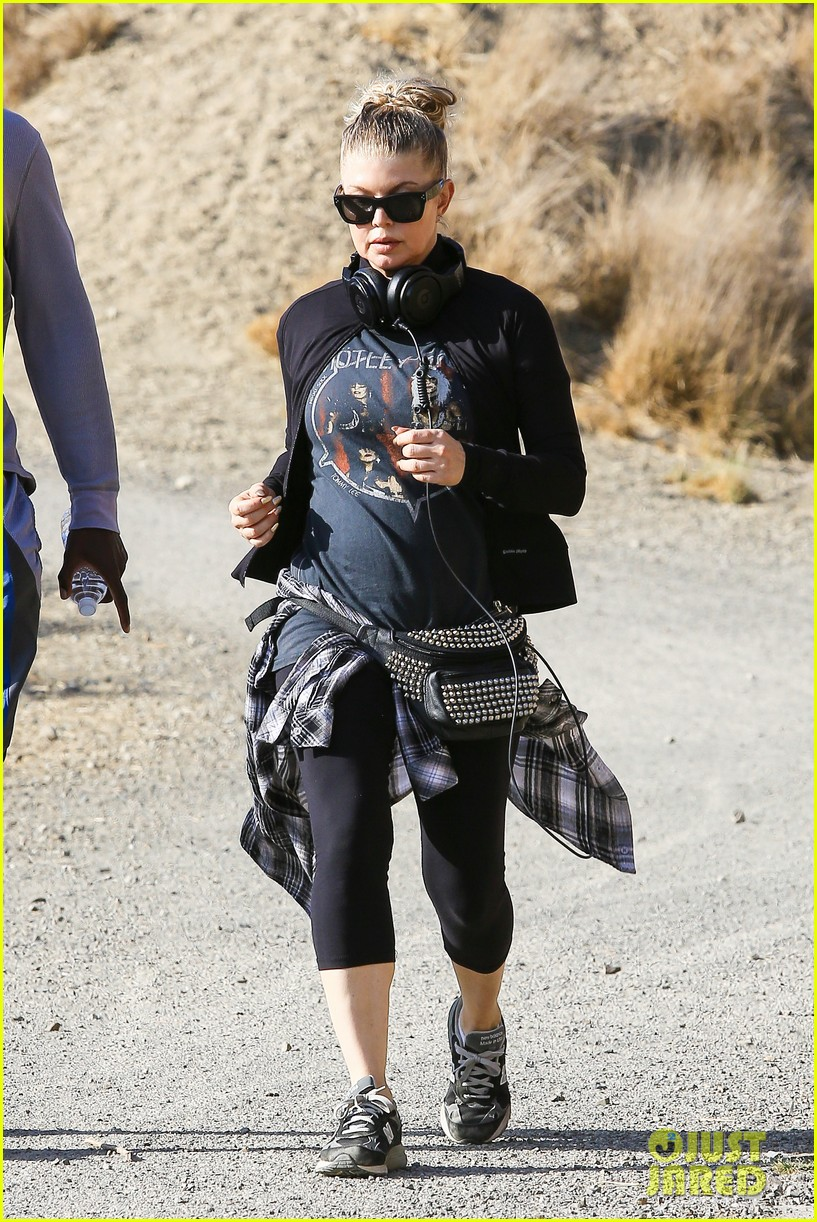 fergie rocks out with motley crue for sunday afternoon hike 12