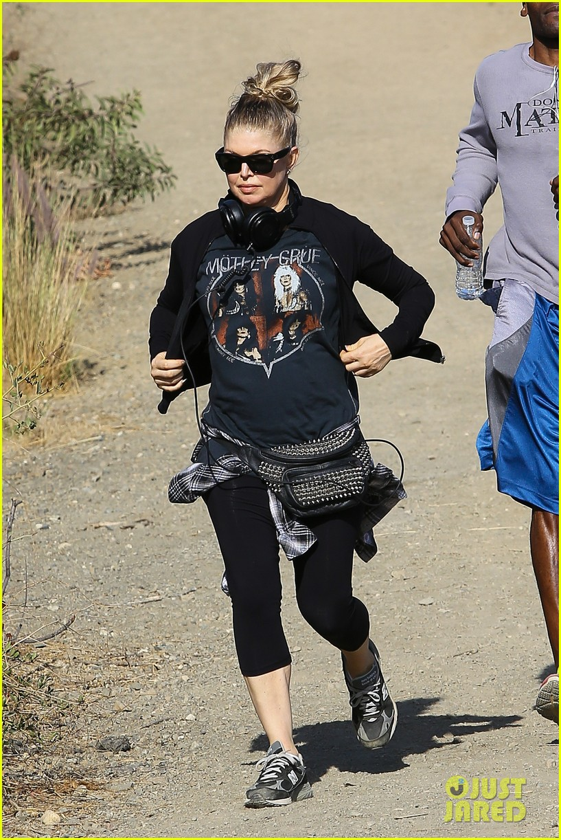 fergie rocks out with motley crue for sunday afternoon hike 142995444