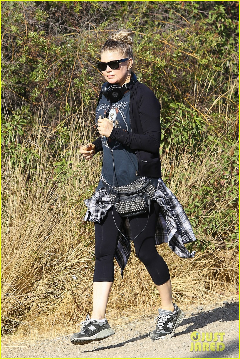fergie rocks out with motley crue for sunday afternoon hike 23