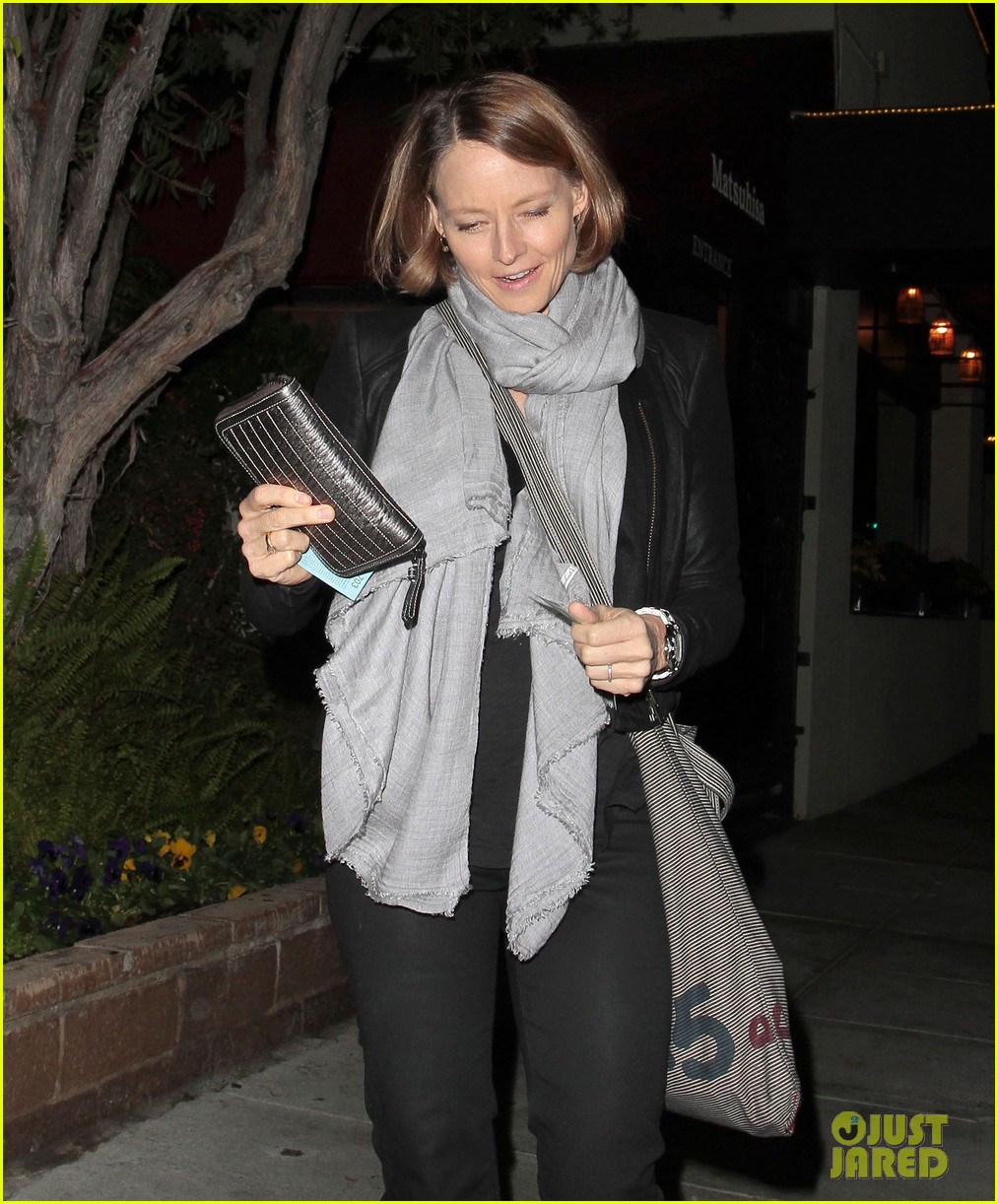 jodie foster enjoys date night with alexandra hedison 02