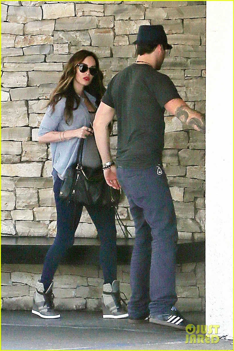 megan fox covers baby bump at lunch with brian austin green 03