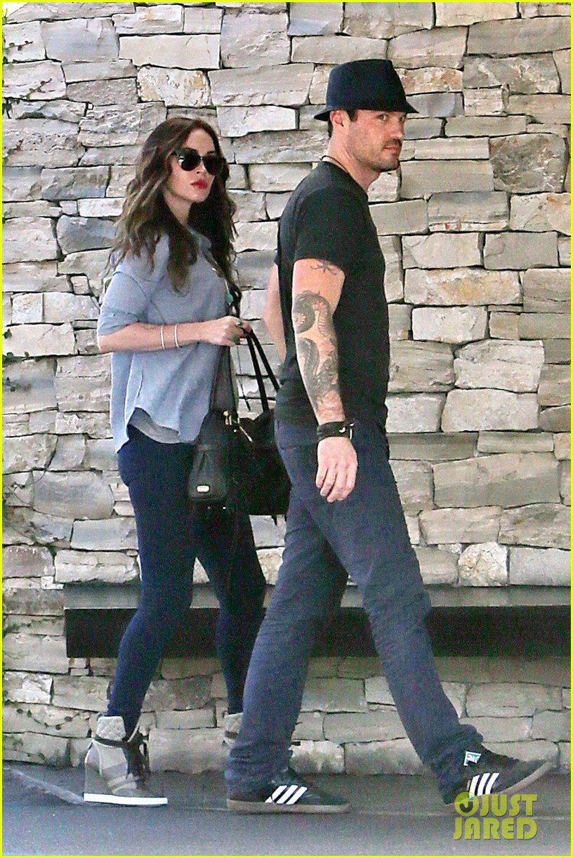 megan fox covers baby bump at lunch with brian austin green 04