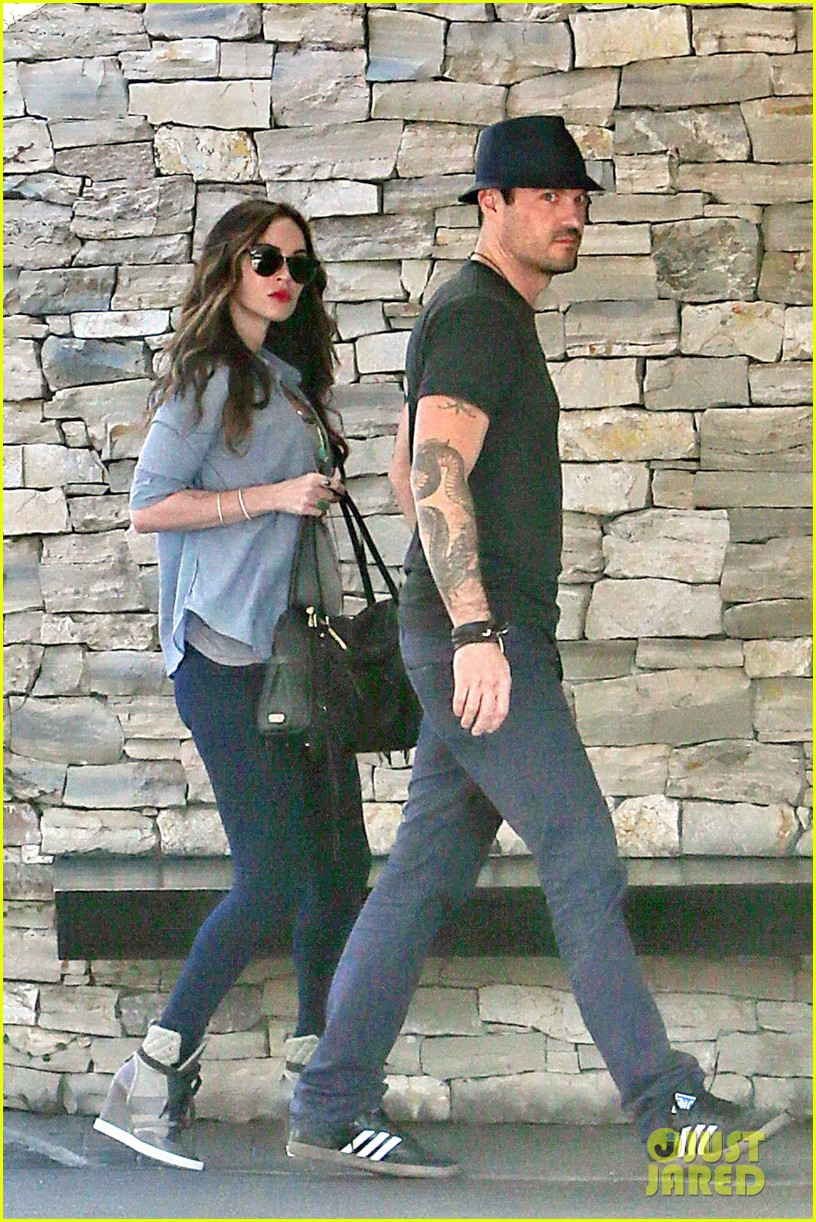 megan fox covers baby bump at lunch with brian austin green 13