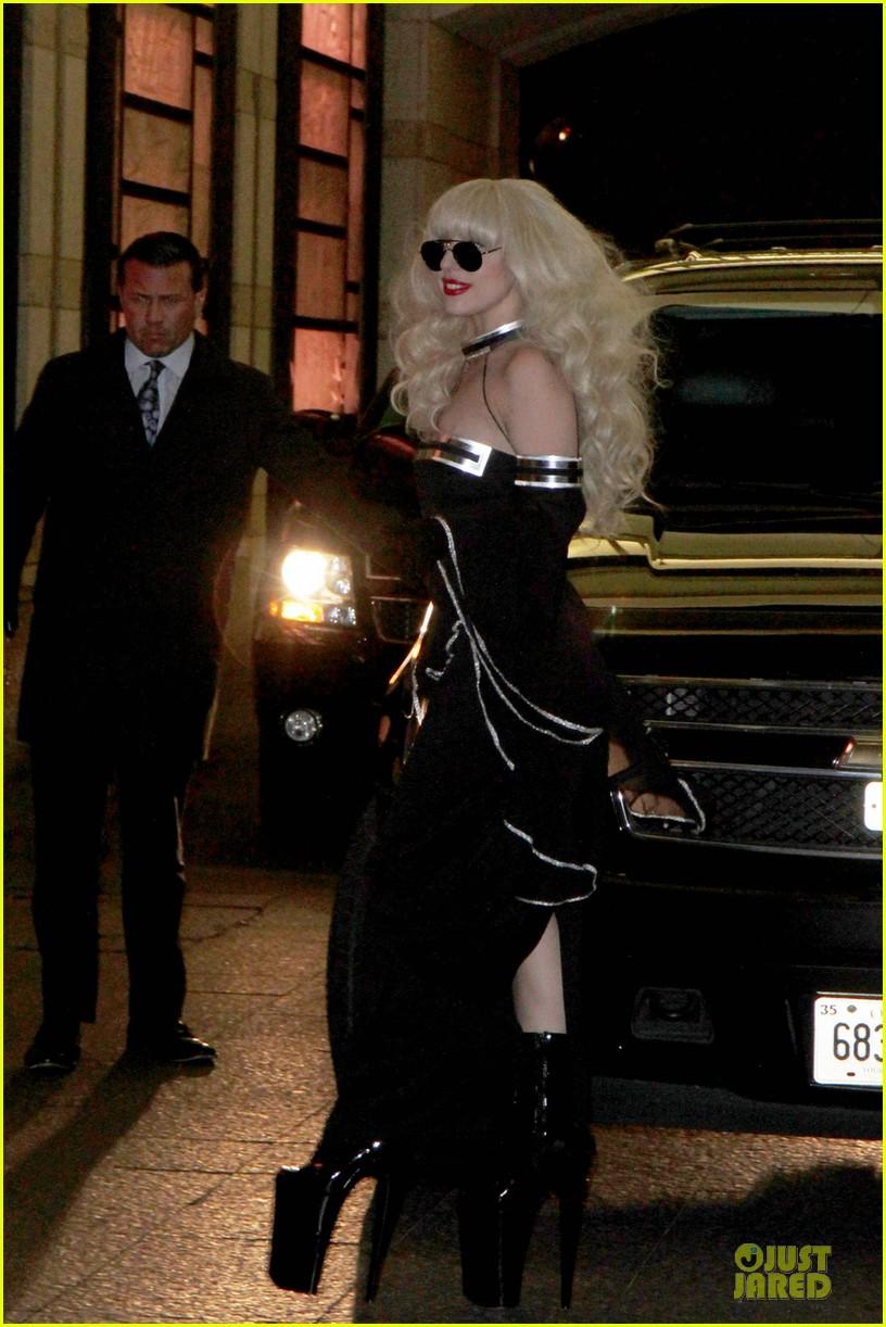 lady gaga artpop is platinum in canada 032995817