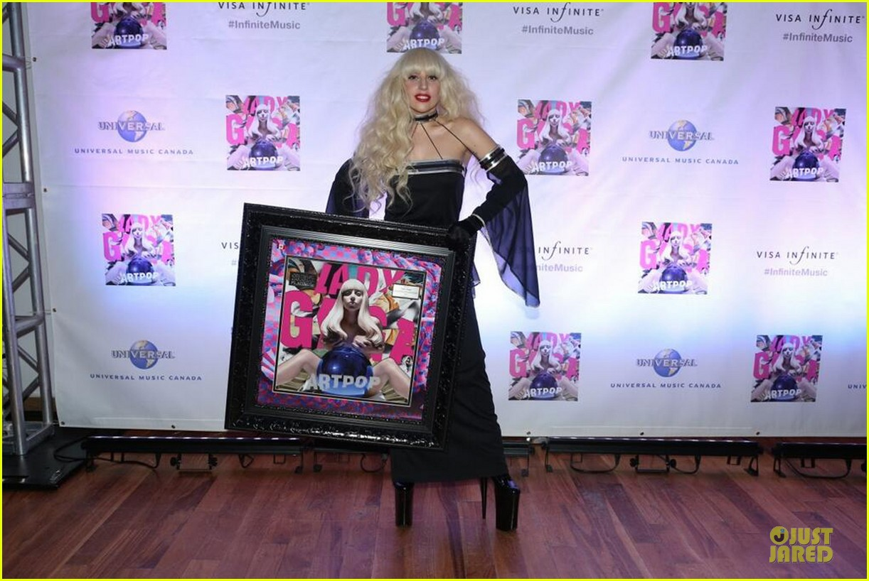 lady gaga artpop is platinum in canada 05
