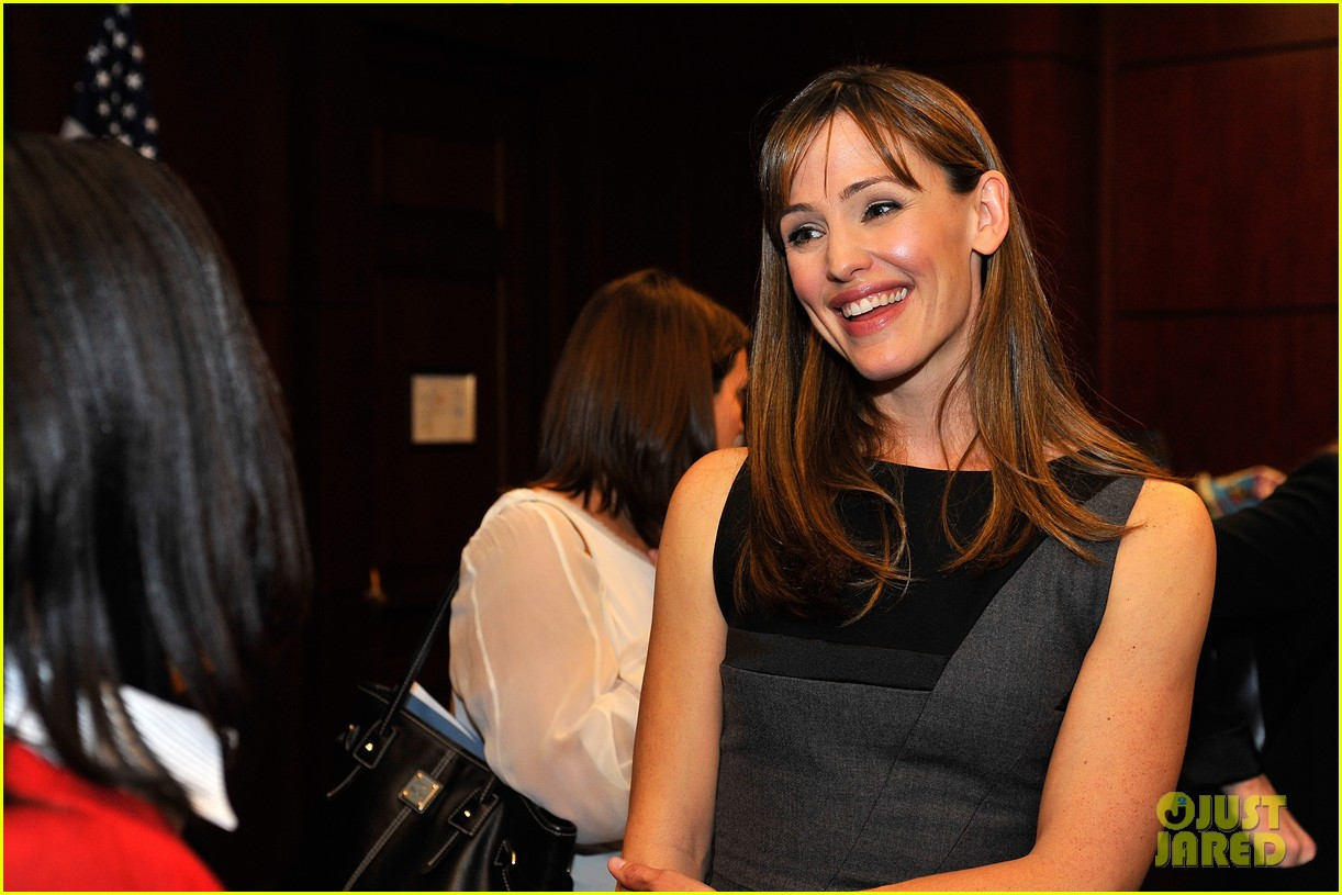 jennifer garner visits capitol hill to introduce strong start bill 09