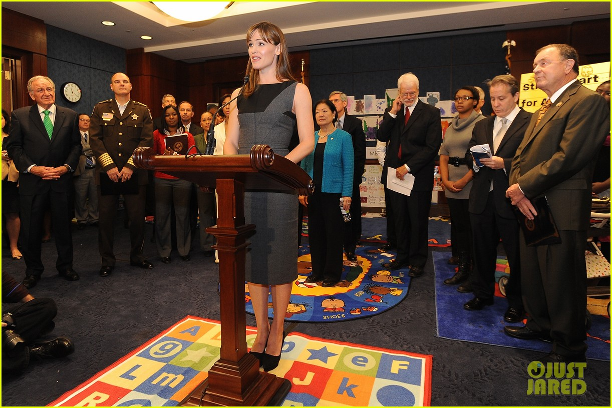 jennifer garner visits capitol hill to introduce strong start bill 16