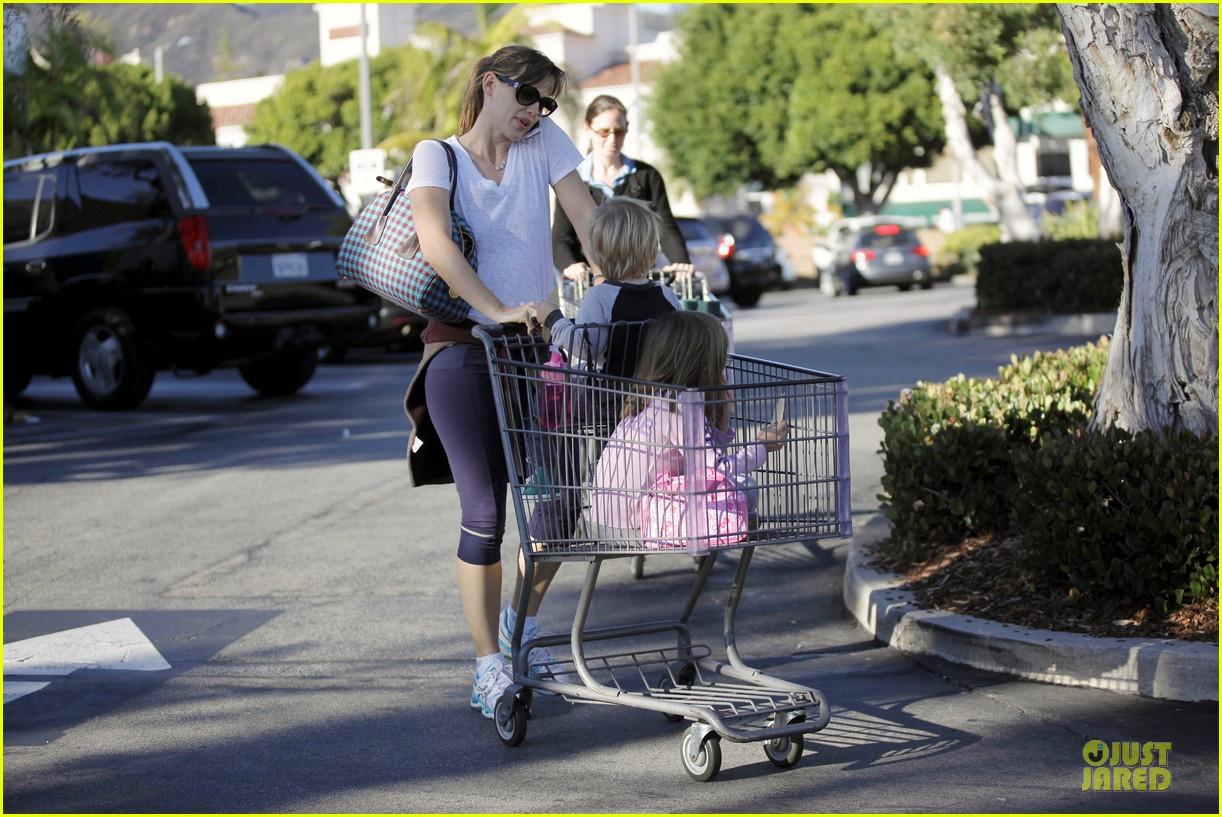 jennifer garner errands with kids after halloween 30