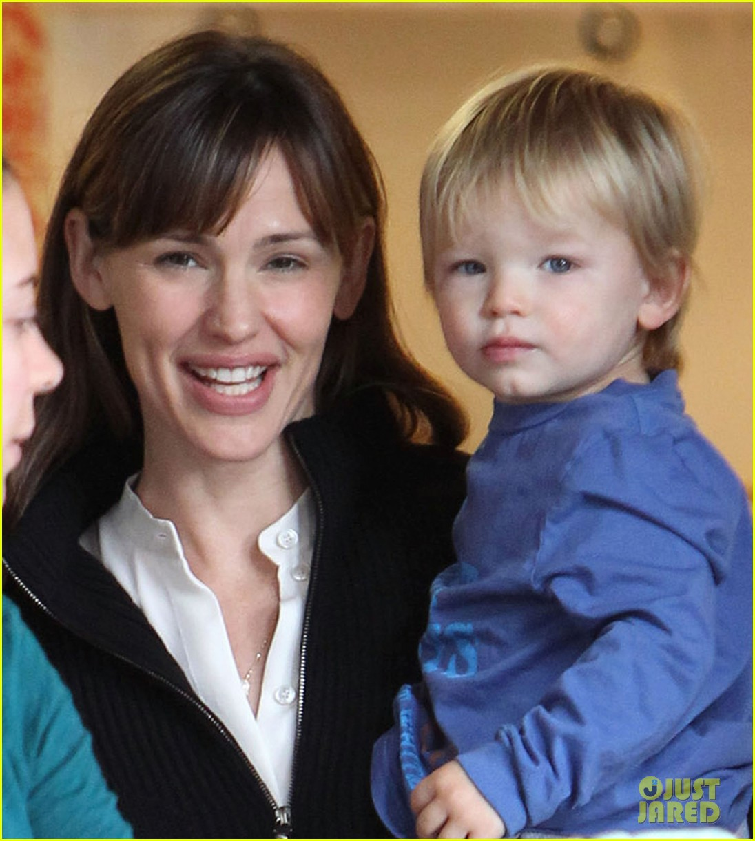 jennifer garner back on west coast after dc trip 02