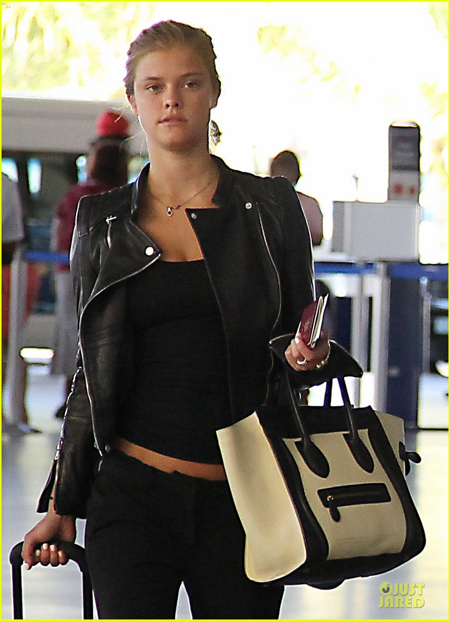 max george nina agdal goodbye kiss at barbados airport 02