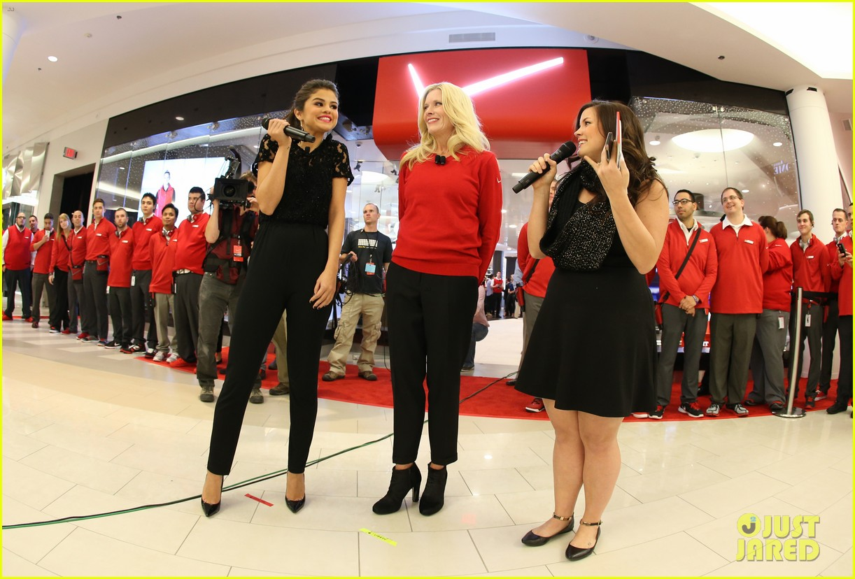 selena gomez verizons destination store opening 06