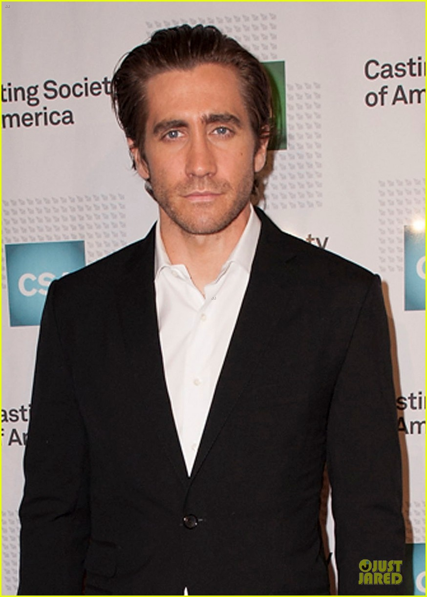 jake gyllenhaal bandaged stud at artios awards 2013 022996190