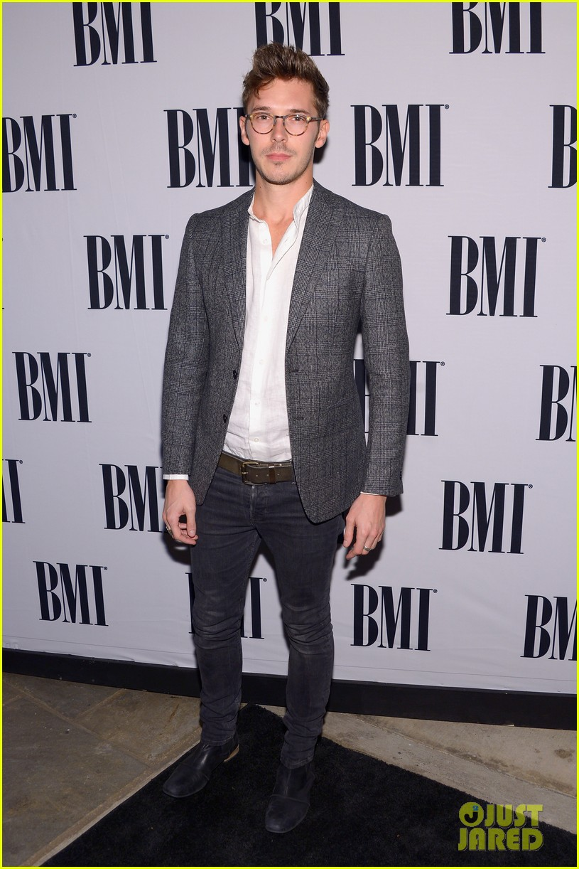lucy hale sam palladio bmi country music awards 2013 012987032