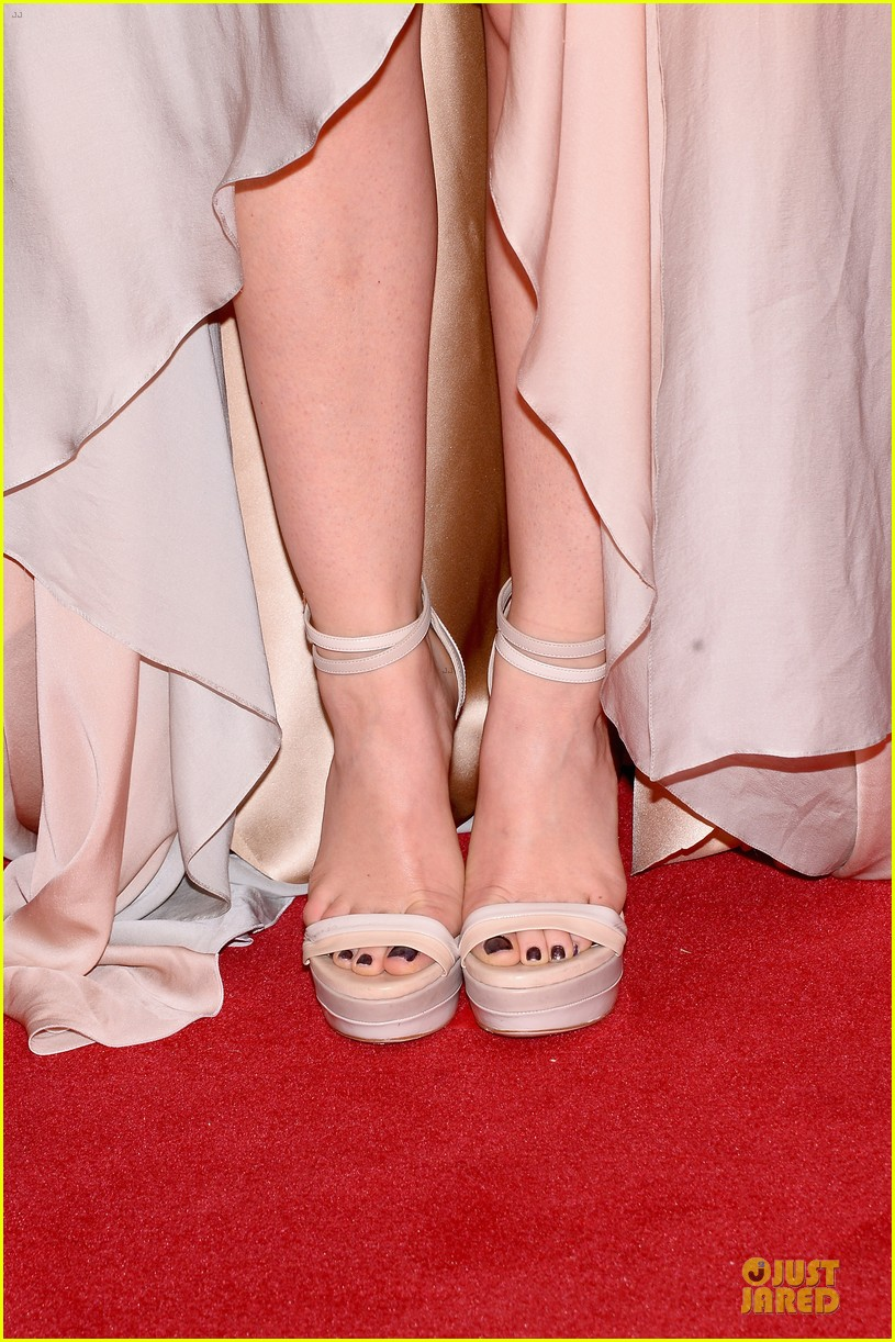 lucy hale colbie caillat cma awards 2013 red carpet 09