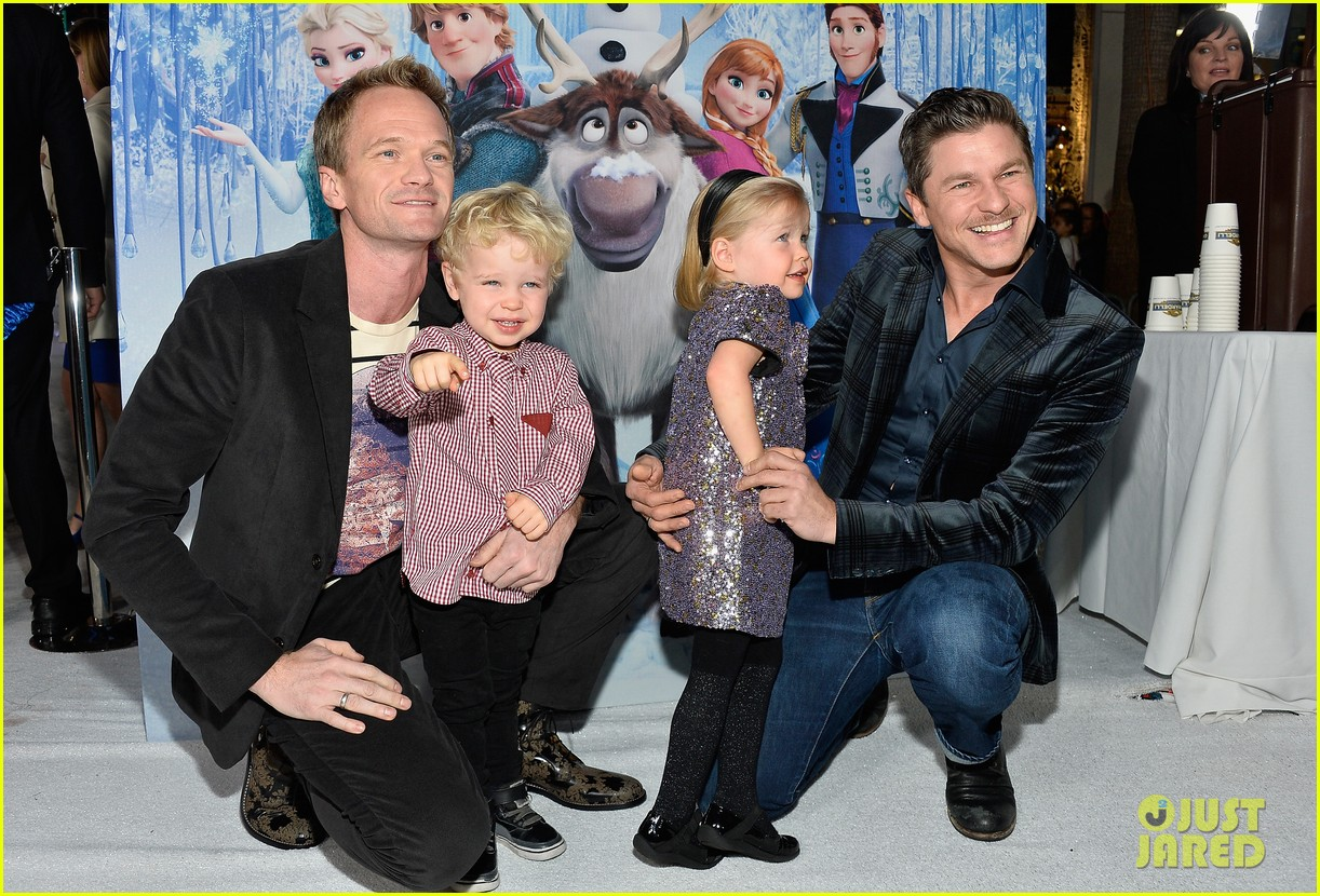 neil patrick harris frozen premiere with the family 01