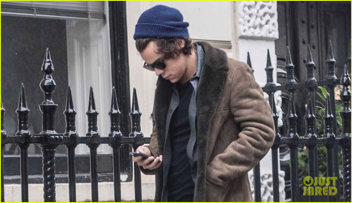 harry styles wishes followers a happy thanksgiving 023002039