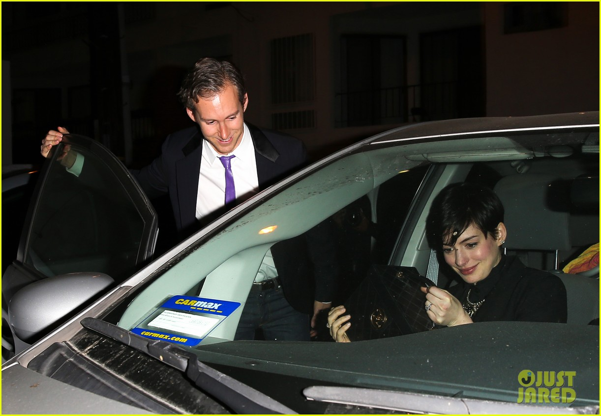 anne hathaway early birthday celebration with adam shulman 08