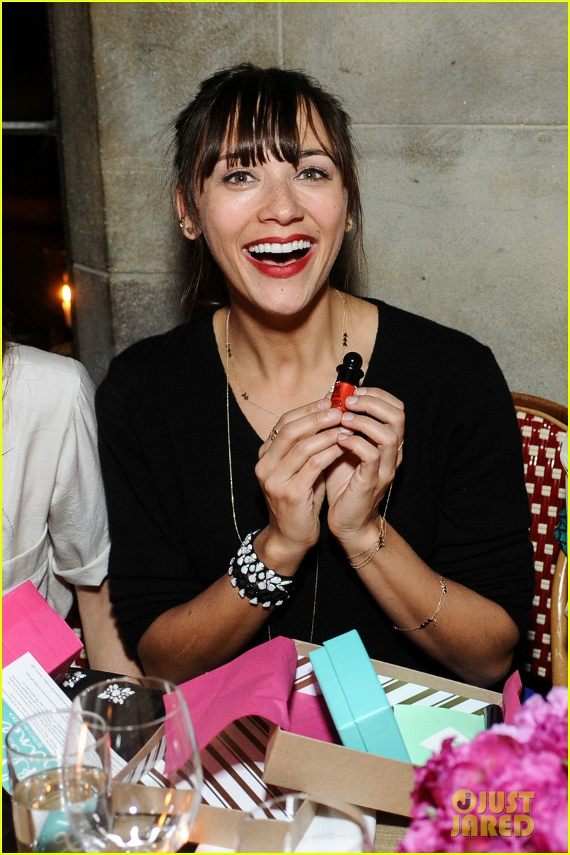anne hathaway rashida jones fine by dannijones dinner 02