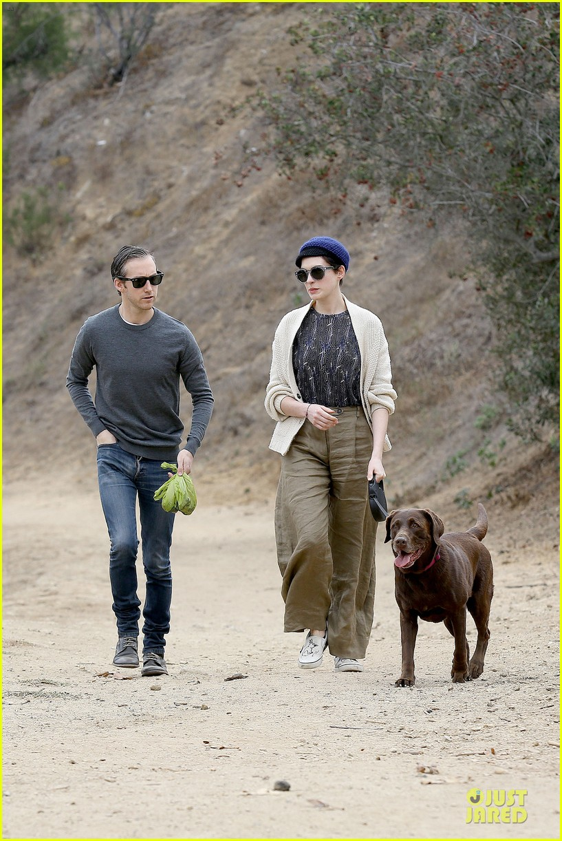 anne hathaway adam shulman hold hands for intimate walk 05