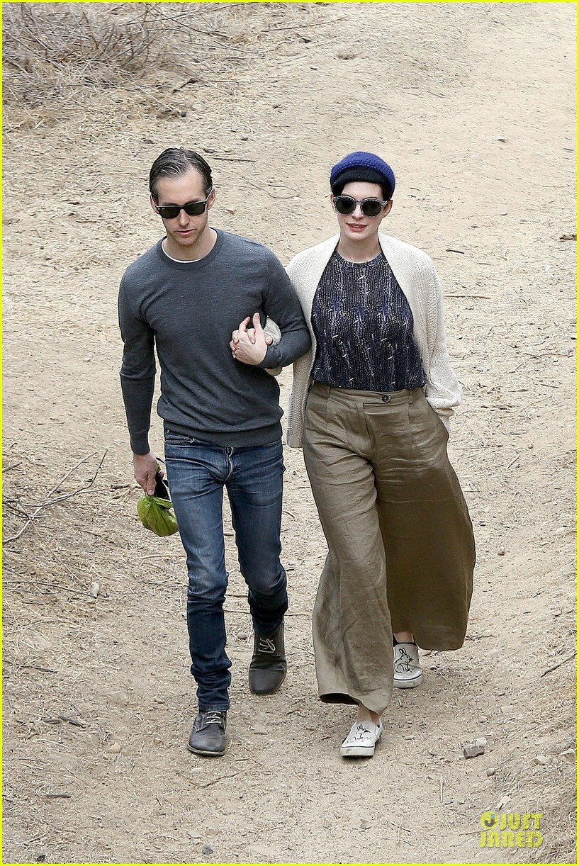 anne hathaway adam shulman hold hands for intimate walk 08