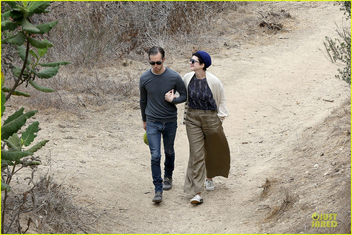 anne hathaway adam shulman hold hands for intimate walk 19