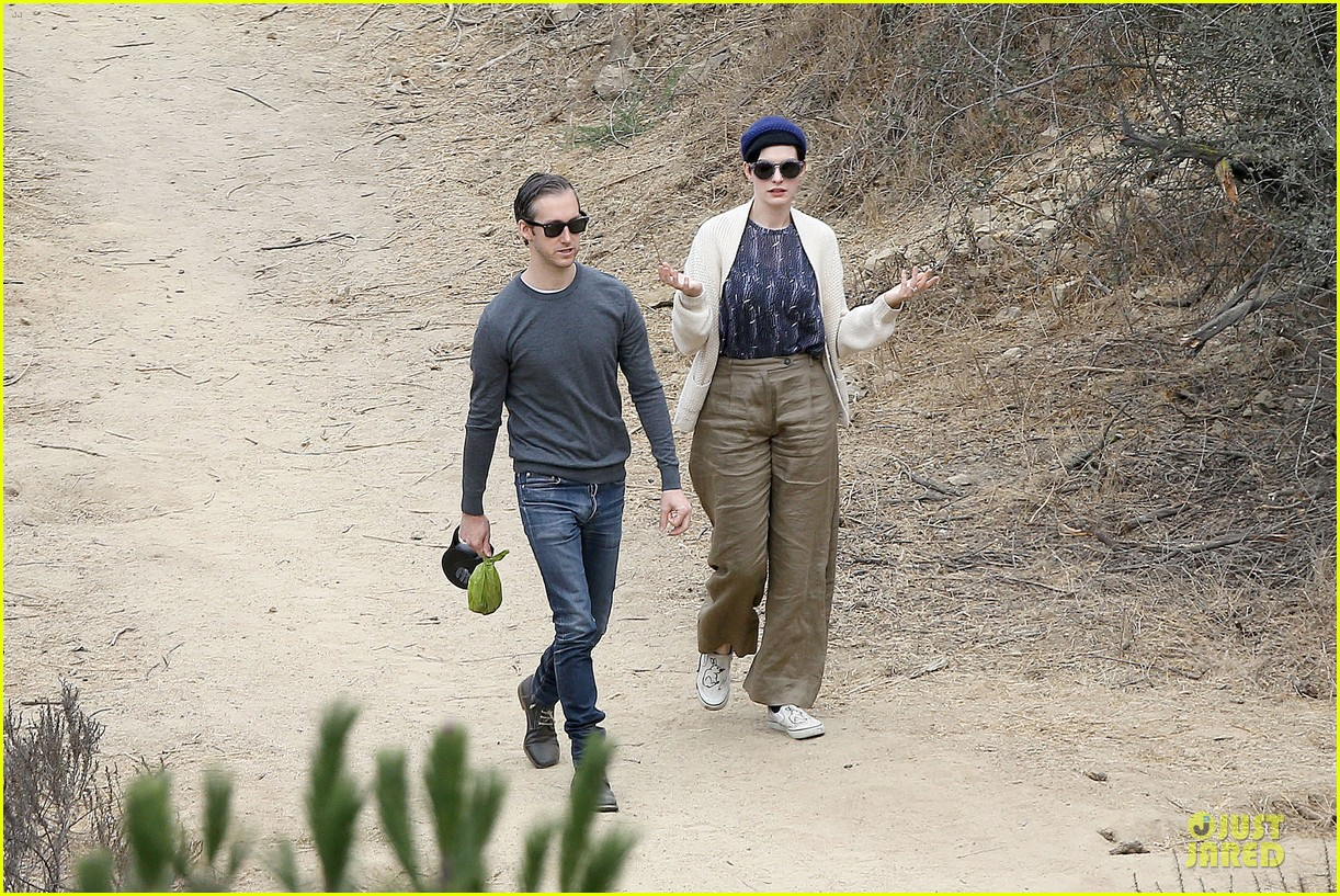 anne hathaway adam shulman hold hands for intimate walk 27