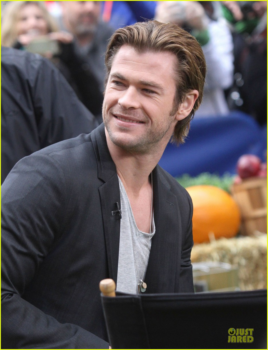 chris hemsworth different blazers for thor nyc promotion 092986641