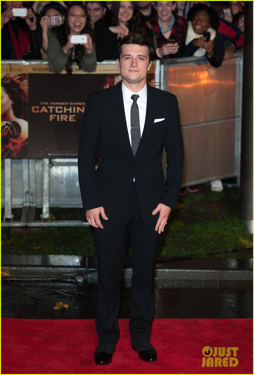 liam hemsworth josh hutcherson catching fire premiere 03