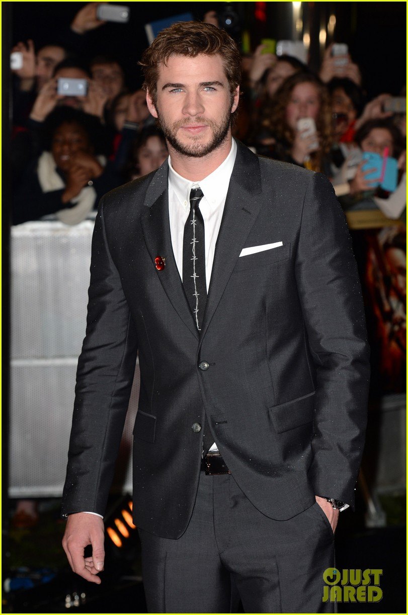liam hemsworth josh hutcherson catching fire premiere 06
