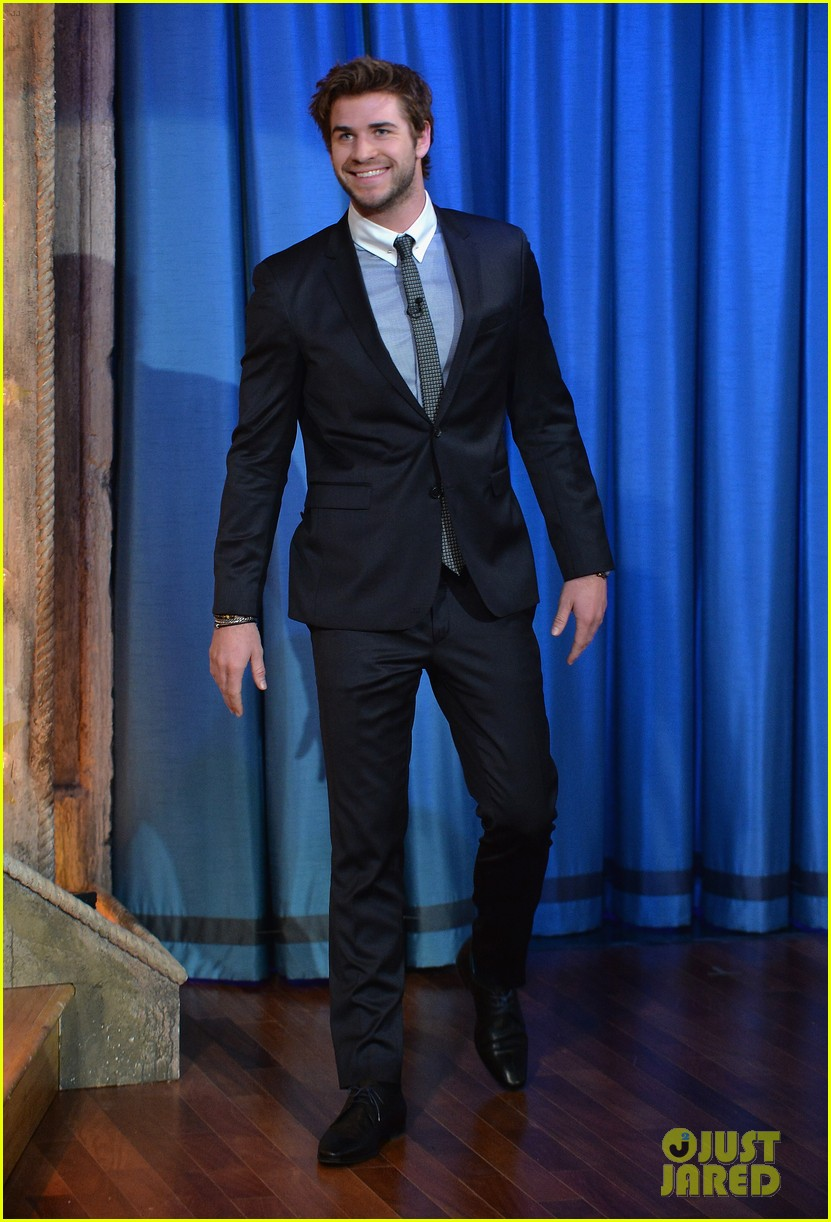 liam hemsworth wins cooler cart race on jimmy fallon 052997712
