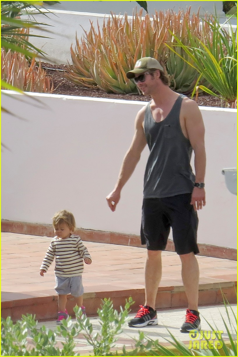 chris hemsworth pregnant elsa pataky spend time with india 063001291