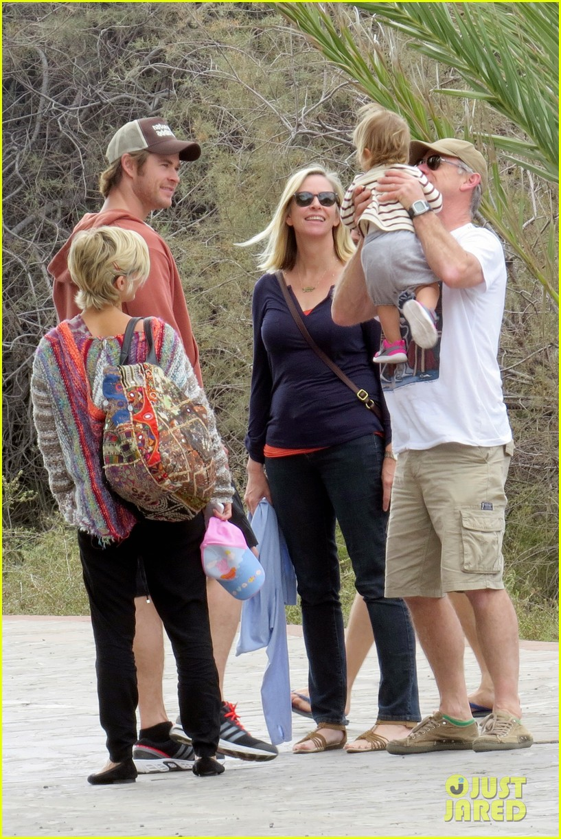 chris hemsworth pregnant elsa pataky spend time with india 11