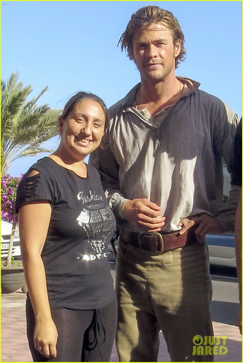 chris hemsworth greets fans on heart of the sea set 13
