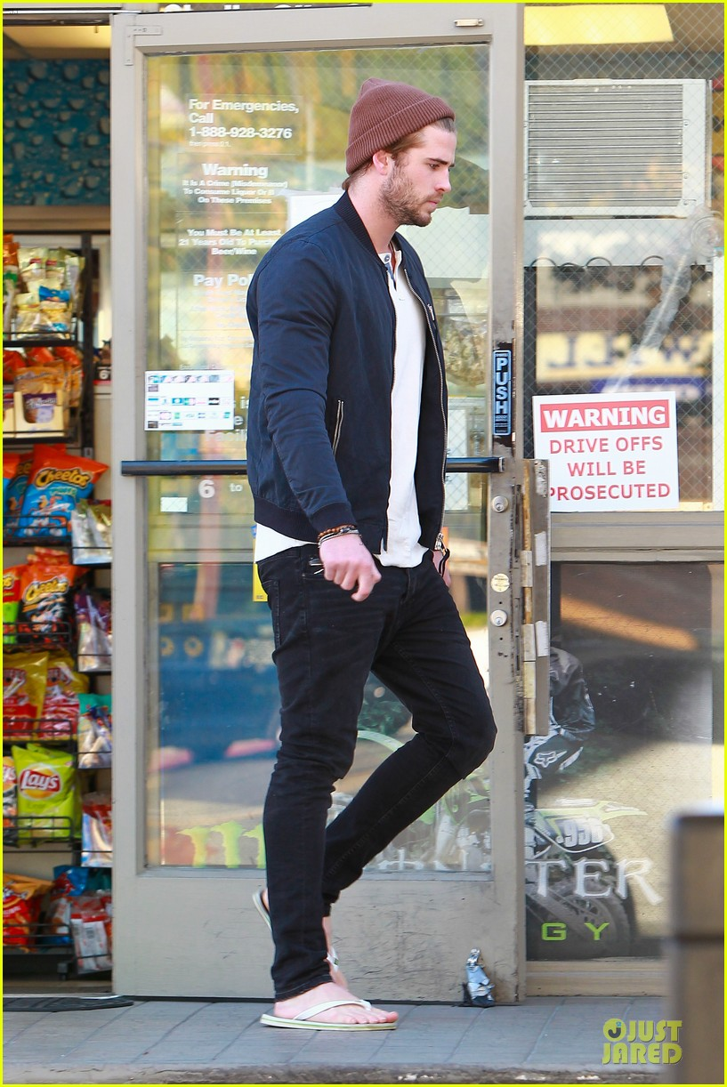 liam hemsworth steps out after catching fire breaks box office record 013000198