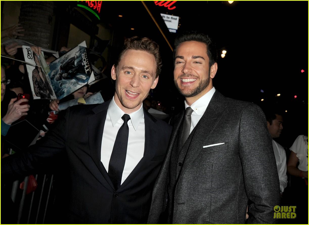 http://cdn02.cdn.justjared.com/wp-content/uploads/2013/11/hiddleston-dennings/tom-hiddleston-kat-dennings-thor-hollywood-premiere-02.jpg