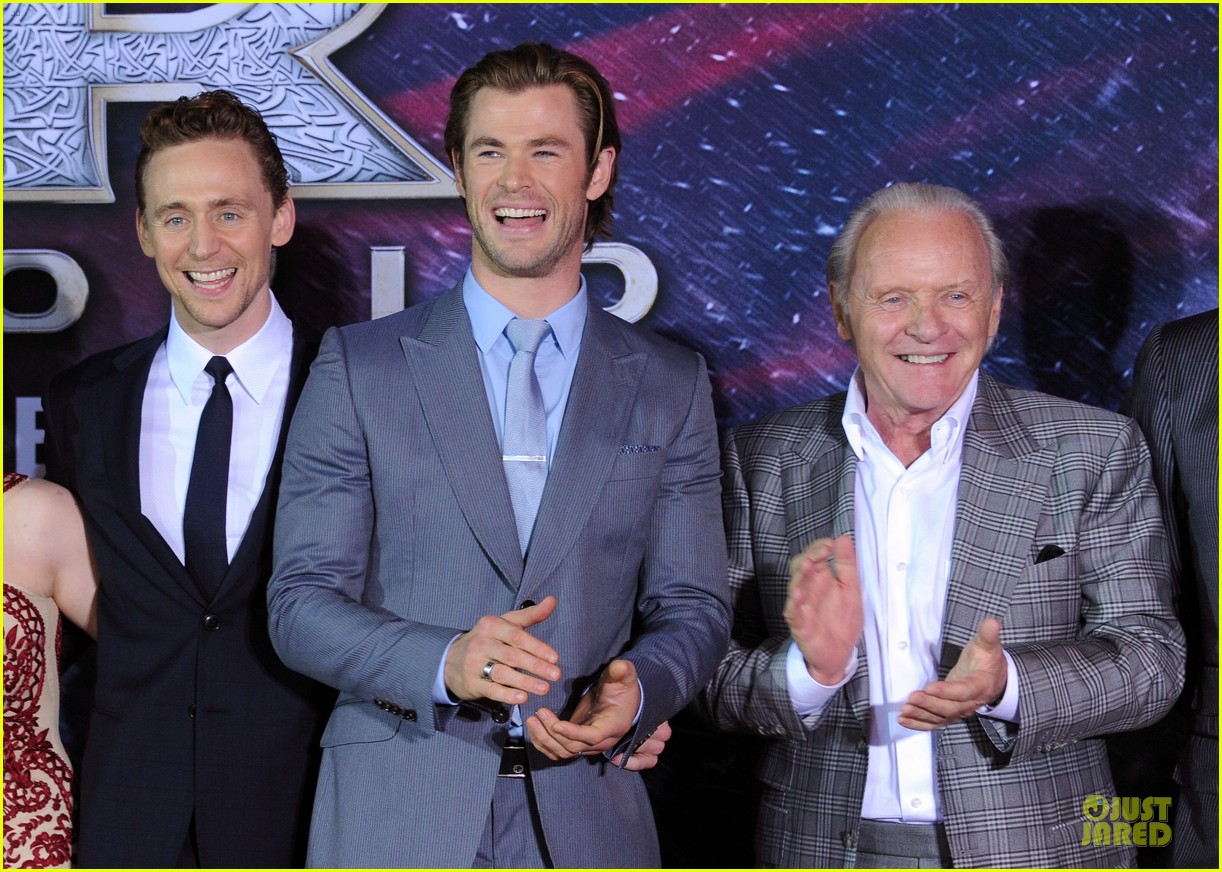 http://cdn02.cdn.justjared.com/wp-content/uploads/2013/11/hiddleston-dennings/tom-hiddleston-kat-dennings-thor-hollywood-premiere-17.jpg