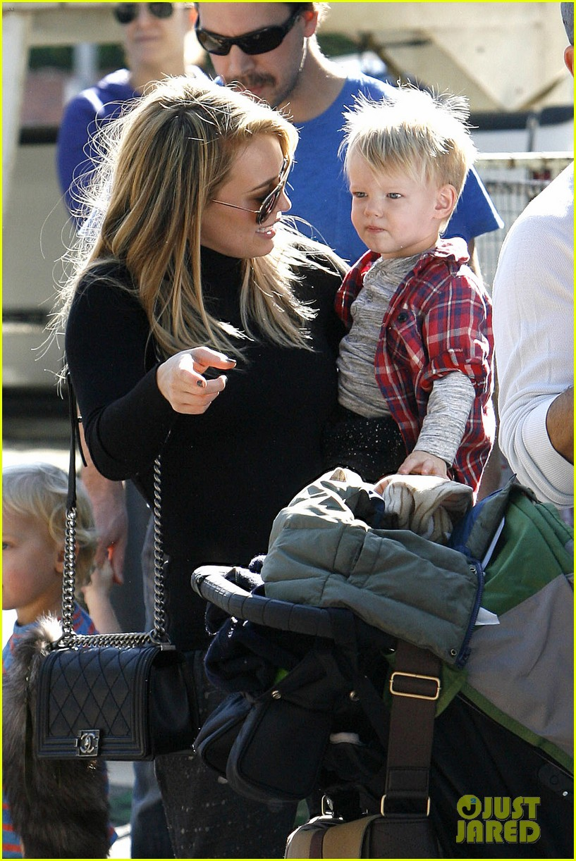 hilary duff mike comrie petting zoo with luca 132999129