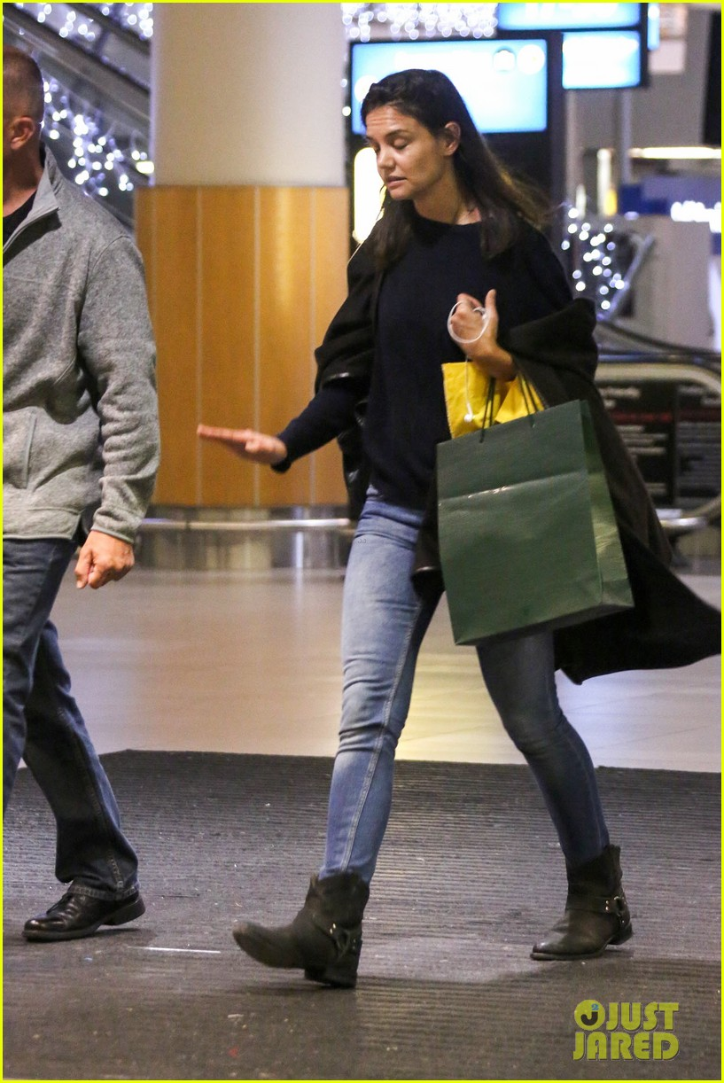 katie holmes arrives back in south africa 092996725