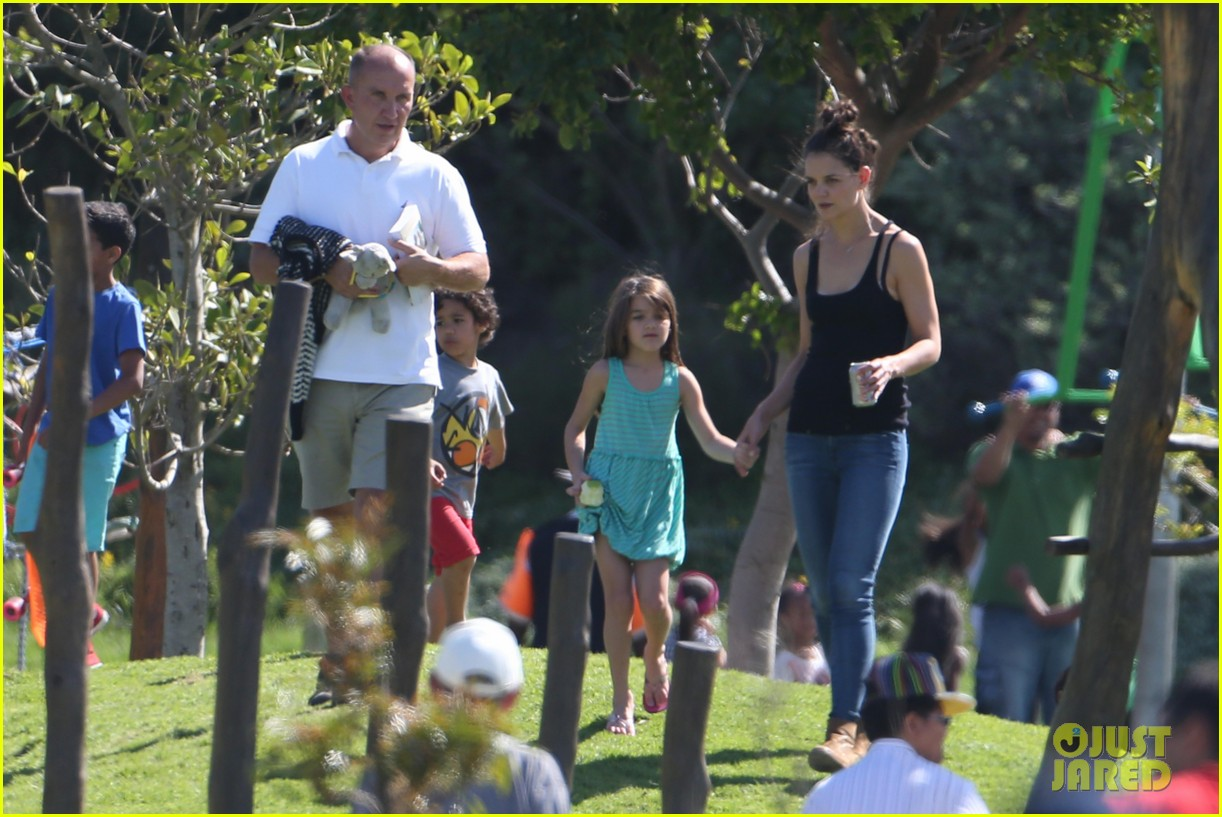 katie holmes suri lounge together in green point urban park 05