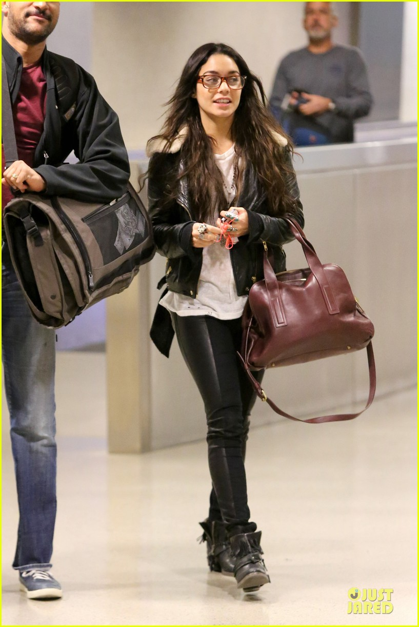 vanessa hudgens sports eyeglasses at lax airport 11