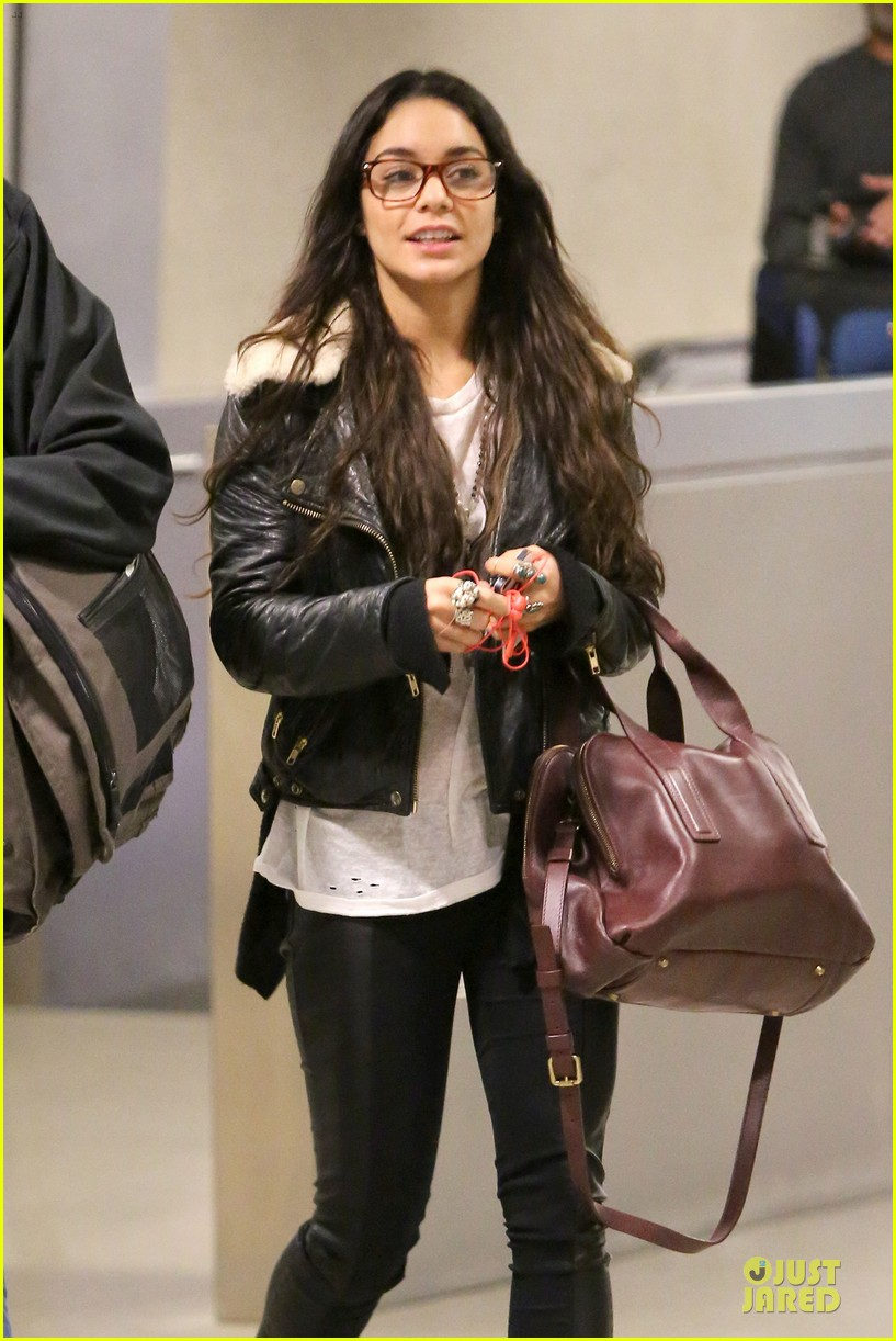 vanessa hudgens sports eyeglasses at lax airport 12
