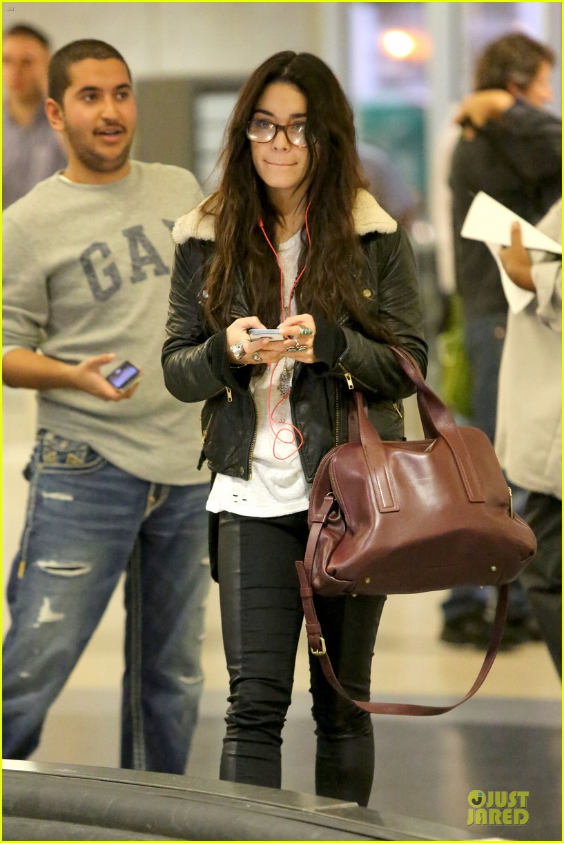 vanessa hudgens sports eyeglasses at lax airport 24