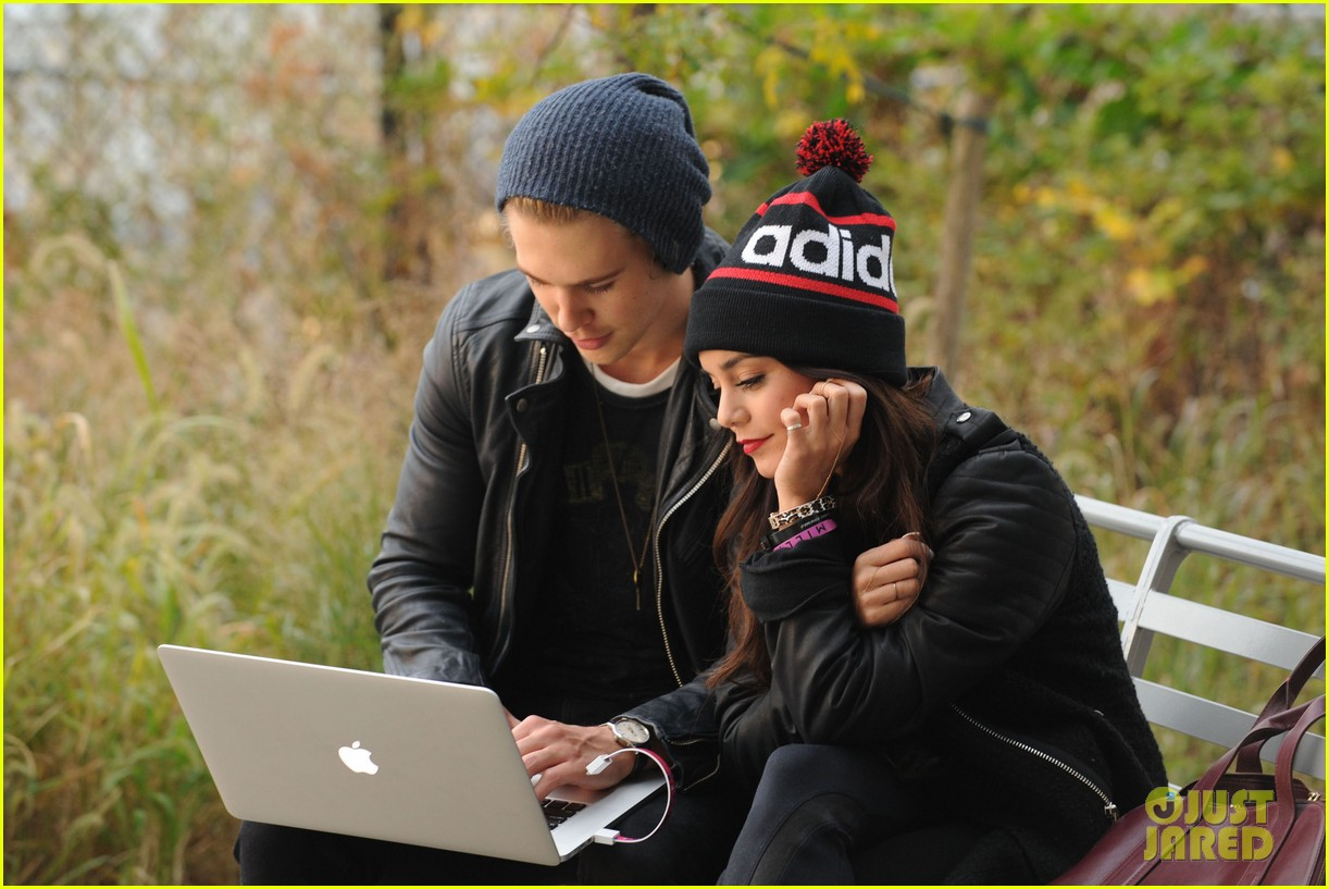 vanessa hudgens links arms with austin butler in big apple 01
