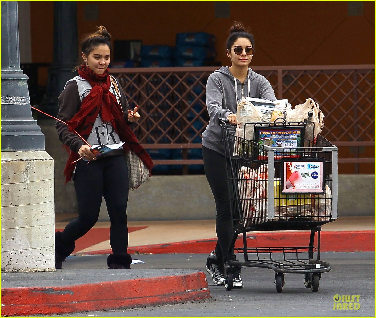 vanessa hudgens ralphs birthday shopping with stella 082994349
