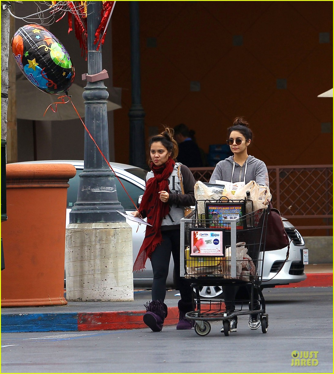vanessa hudgens ralphs birthday shopping with stella 14