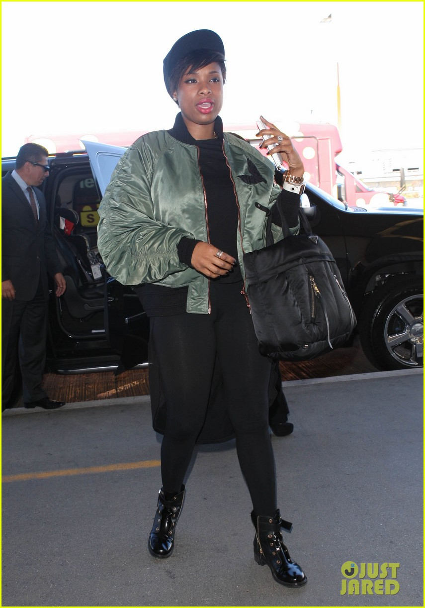 jennifer hudson flies out of town after walk of fame ceremony 10