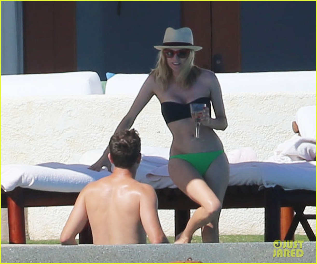 joshua jackson goes shirtless diane kruger wears bikini for cabo getaway 03