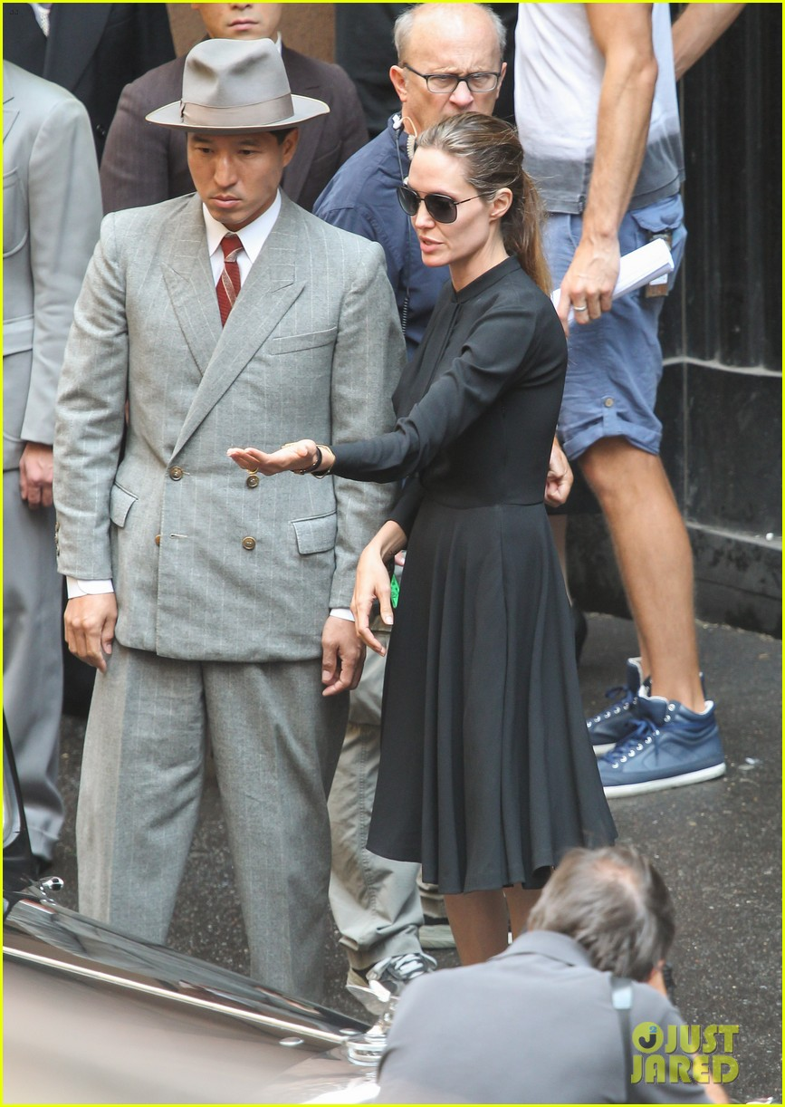 angelina jolie gets back to directing unbroken in australia 03