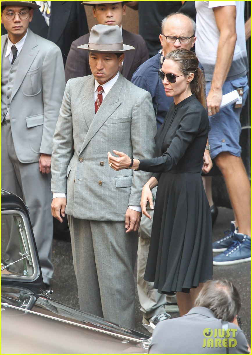 angelina jolie gets back to directing unbroken in australia 142997687
