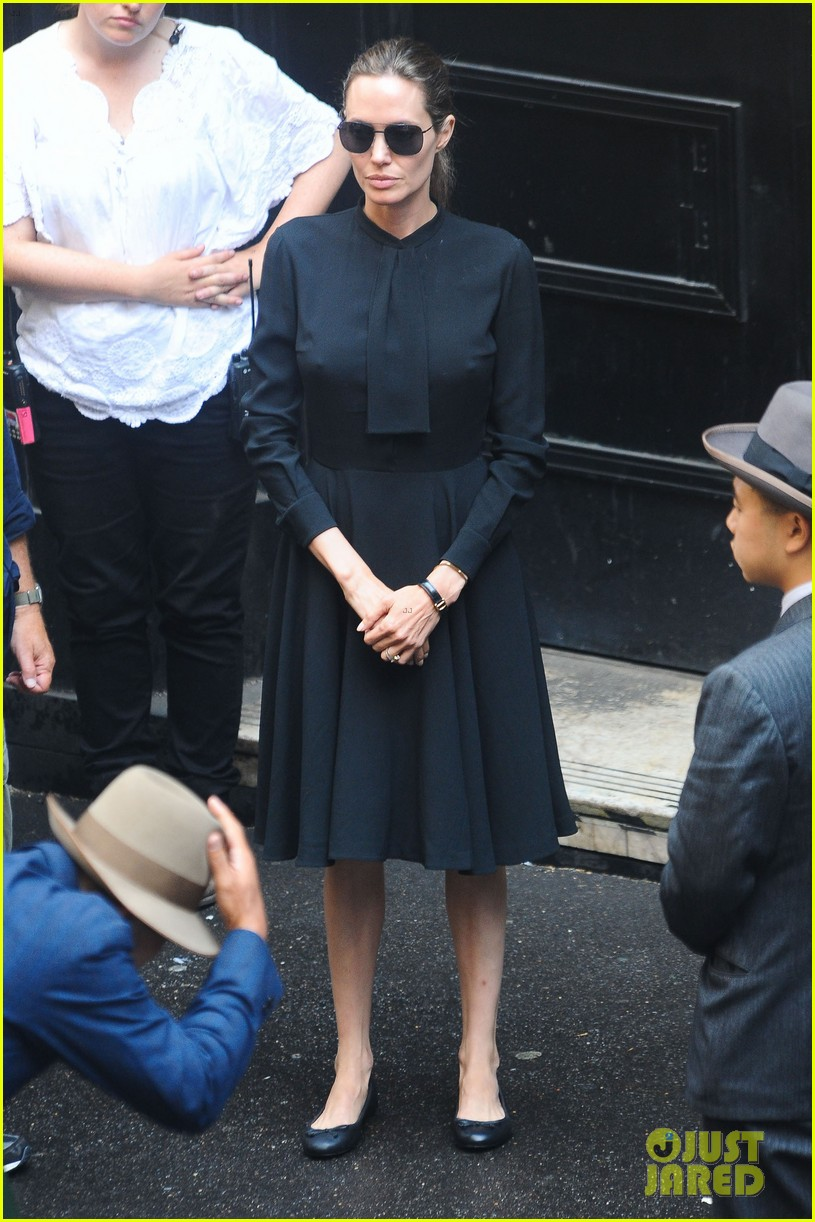 angelina jolie gets back to directing unbroken in australia 28